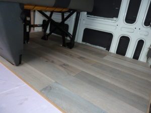 Styrodur im Camper Ausbau Iveco Daily Tisch Rücksitzbank Boden Laminat