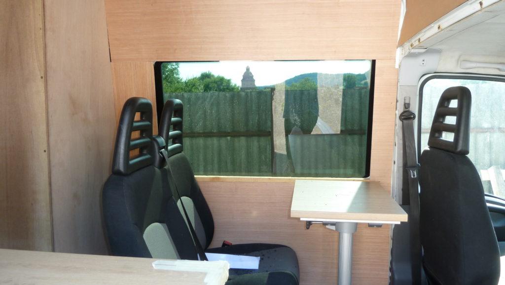 Iveco Daily Rücksitzbank montieren Wandverkleidung Sperrholz Campervan